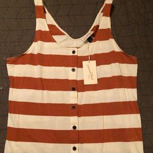 NWT Button Front Tank